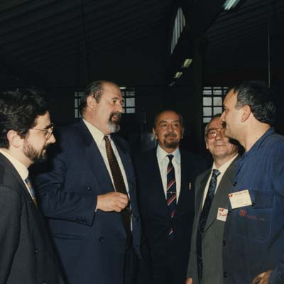 1994. Catalan Minister of Work, Ignasi Ferreres, studying the Comexi Organization 'Células Flexibles de Mecanización'